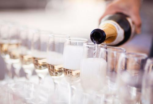 ThinkstockPhotos-Pouring Champagne&Glasses